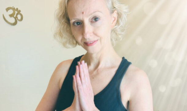 Julia anjali mudra hands